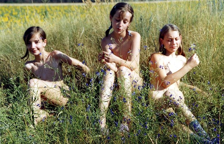 Photos, illustrations et vidos de adolescents nus