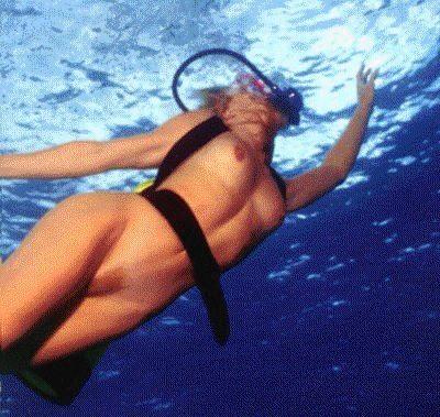 Matures nues sous l eau