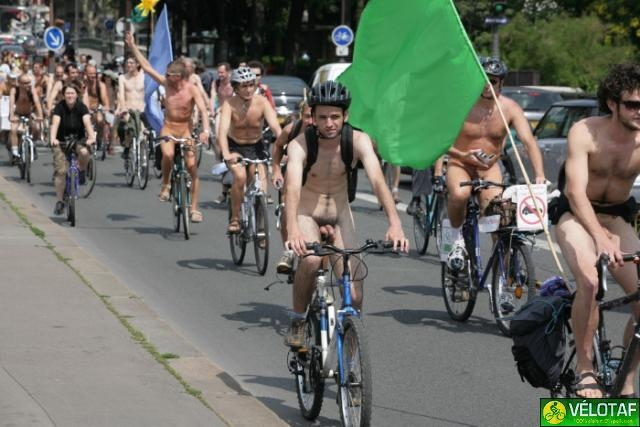 World Naked Bike Ride Cyclonue ciclonudista Paris 2007 (velotaf)