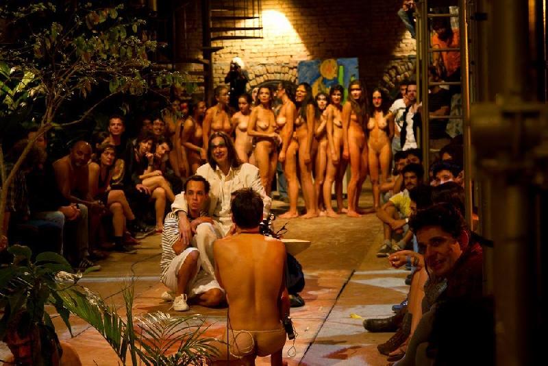 голые в театре смотреть внимание решил