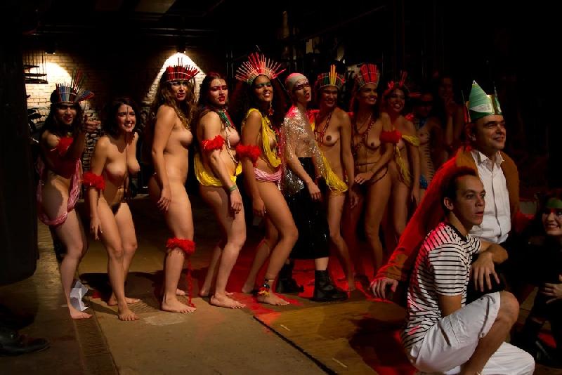 Голые артисты на сцене в театре, очень много фото развратного порно